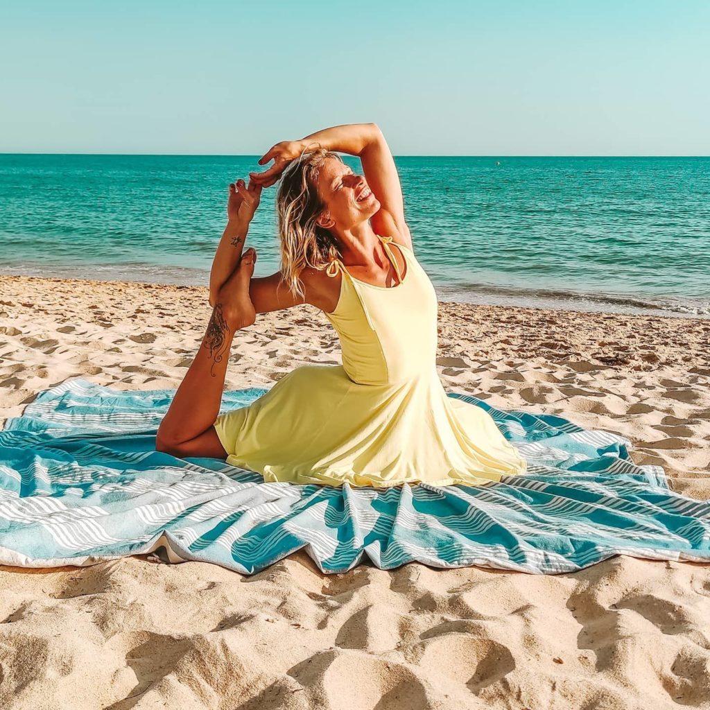 Jógová praxe plná uvolnění aradosti. Meditace vlehkosti. Judita Berková.
